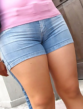 Round rump angels in jeans