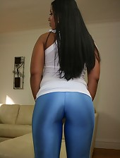 Biggest Dark Ebony Ass in Yogapants !