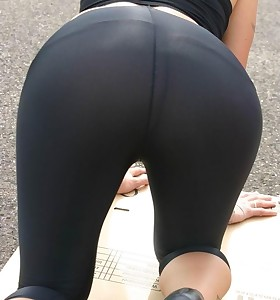 Girls with buble butt in black leggings